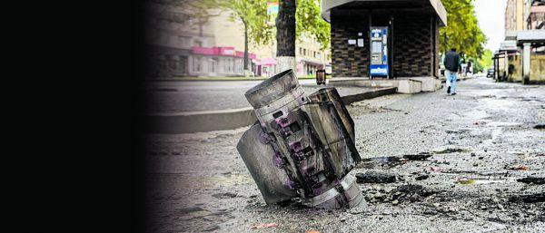 Eine nicht detonierte Bombe in der größten Stadt Stapanakert.APA/AFP