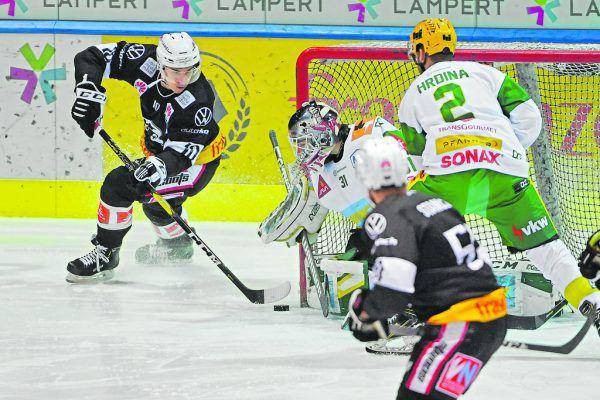 Jakob Stukel versuchte es aus allen Lagen. Er erzielte zwei Tore für die VEU.
