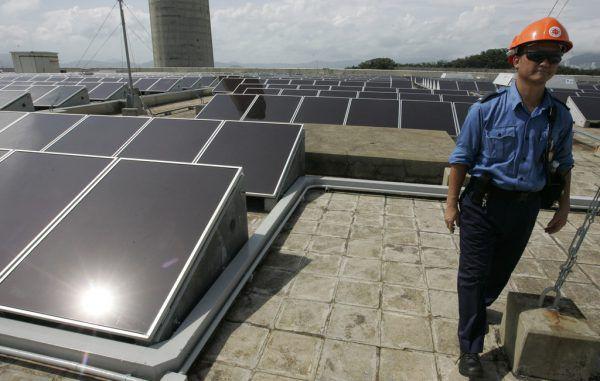 Der Unfall geschah bei der Arbeit an einer Solaranlage.Symbolbild/epa