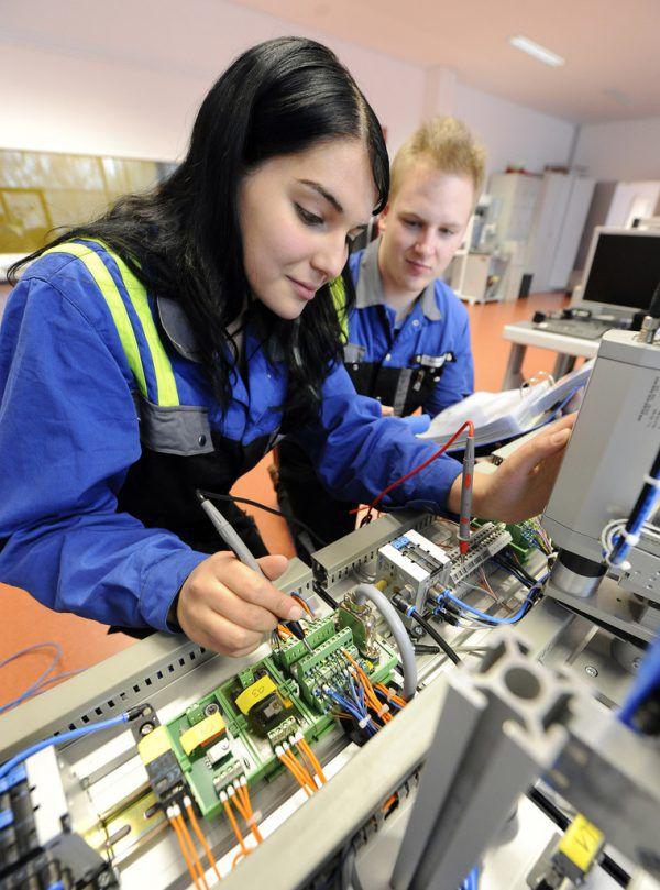 Die Bemühungen, Frauen in technische Lehrberufe zu bringen, sollen verstärkt werden.