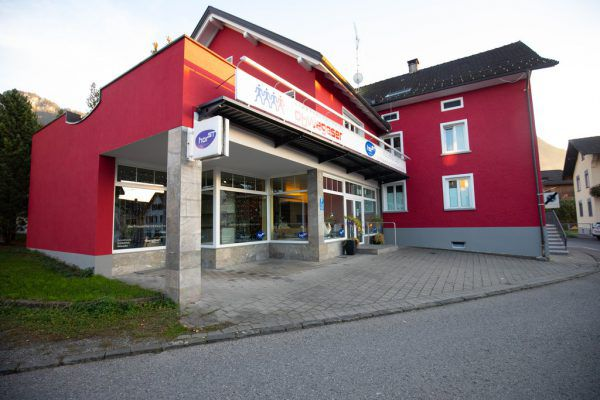 Die Firmengruppe schickt solarbetriebene Abfallpresscontainer nach Basel – diese wurden auch schon in Wien aufgestellt.Klaus Hartinger