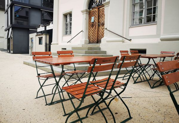 Die Stühle in der Gastronomie bleiben vorerst noch leer.Hartinger