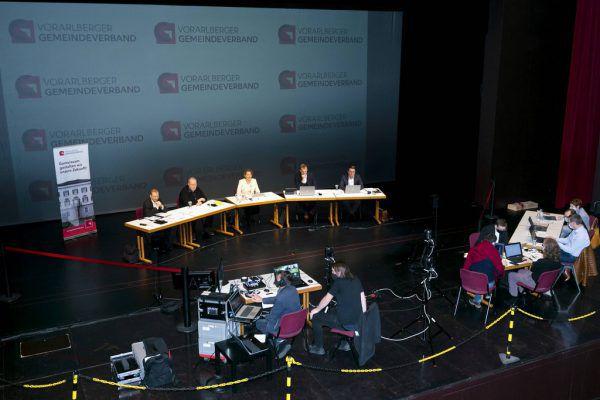 Die Verbandsverantwortlichen leiteten den virtuellen Gemeindetag aus dem Dornbirner Kulturhaus.Gemeindeverband (4)