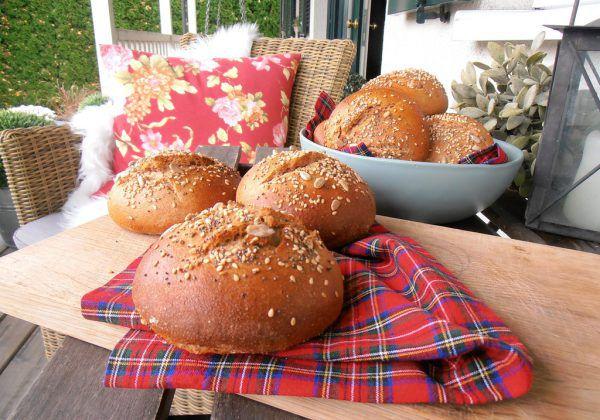 Die Vollkornbrötchen eignen sich auch wundervoll als Burgerbuns für normale oder vegetarische Burger.Ulrike Hagen