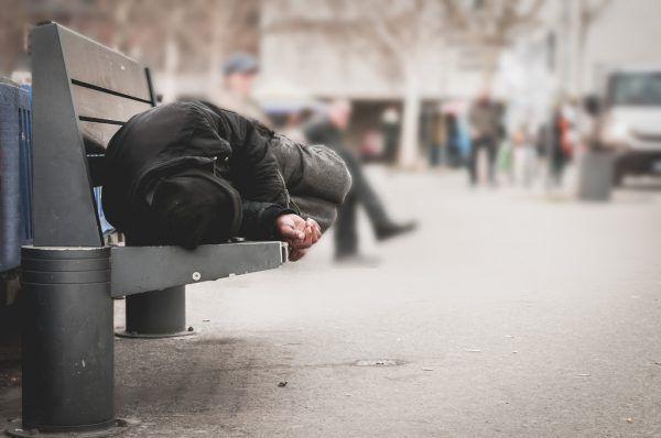 Drei Notschlafstellen für Obdachlose gibt es im Land.Symbolbild Shutterstock