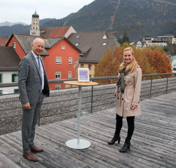Judith Sauerwein, Bildungsdirektion, mit Vorstandsvorsitzendem Christian Ertl.Sparkasse Bludenz