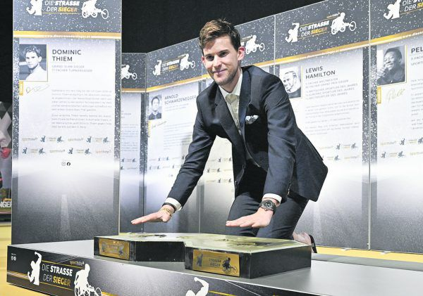 """Österreichs """"Sportler des Jahres"""" Dominic Thiem auf der Straße der Sieger.APA"""
