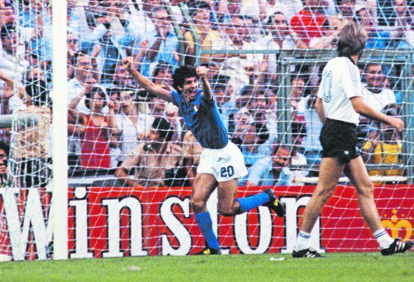 Der größte Moment in der großen Karriere von Italiens Nummer 20: Rossi bejubelt sein 1:0 im WM-Finale 1982 gegen Deutschland. GEPA