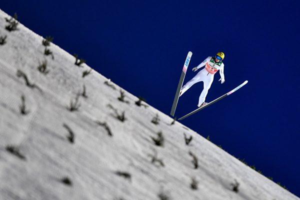 Die Athleten fliegen bei der Tournee, solange die Sponsoren nicht abspringen. gepa (2)