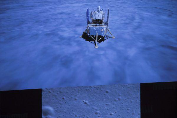 Die Kapsel auf dem Mond. Ap