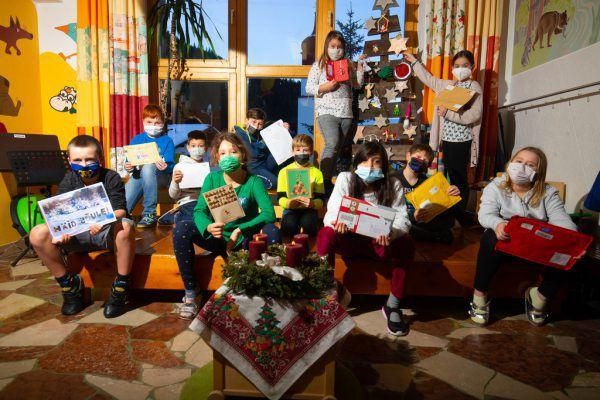 Die Kinder der VS Klösterle haben Weihnachtsschmuck gebastelt.