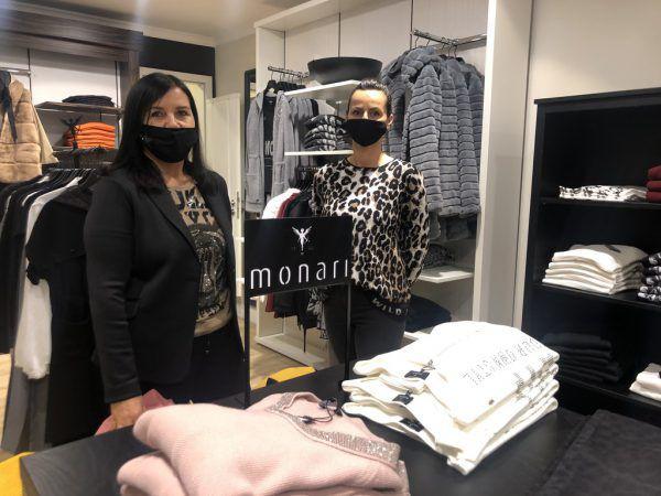 Die Modeberaterinnen Elisa Amann und Denise Moschen hatten am Dienstag deutlich weniger zu tun als sonst.NEUE