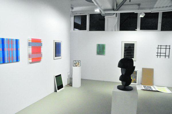 Einige der Werke im Arthouse in Bregenz (links) und ein Blick in die Ausstellung von c.art in Dornbirn (oben). Wolfgang Ölz(2)