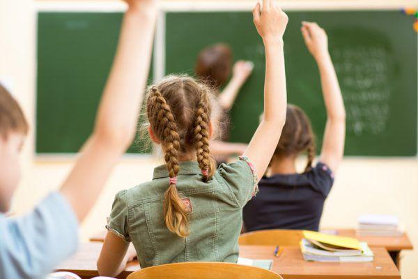 Elternvertreter machen sich für eine Rückkehr der Kinder in die Schule stark.Shutterstock