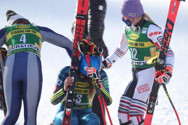 Federica Brignone und Tessa Worley standen Mikaela Shiffrin bei.gepa