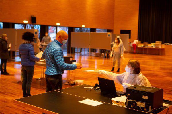 Über 105.000 Menschen nahmen insgesamt an den Tests teil.Hartinger (2), VLK (2)