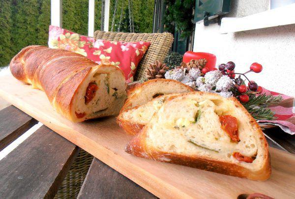 Gefülltes Brot mit Zutaten, die Sie noch im Kühlschrank finden.Hagen