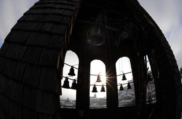 In Bayern werden am Weihnachtsabend die Kirchenglocken als Zeichen der Hoffnung geläutet. Symbolbild/apa