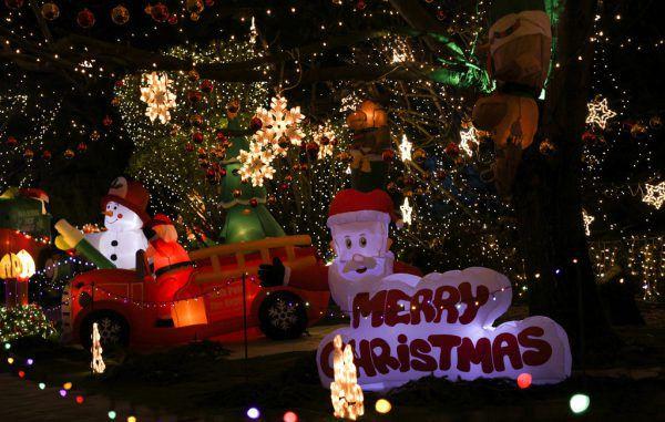 Lichter, Figuren und andere Dekorationen sollen auf Weihnachten einstimmen.Reuters