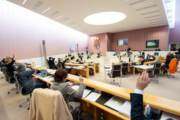 Nicht nur die Zustimmung zum Budget fiel gestern im Landtag einstimmig aus.Vorarlberger Landtag/Serra