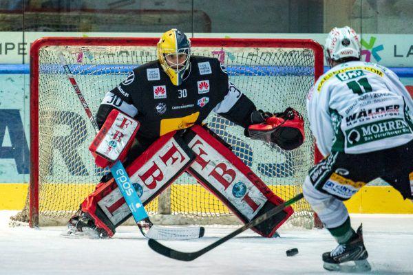 VEU-Goalie Alex Caffi bekam gestern viel zu tun, unter anderem von Daniel Ban.Steurer