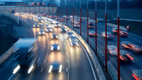 Auf den Straßen gibt auch wieder mehr Verkehr.APA