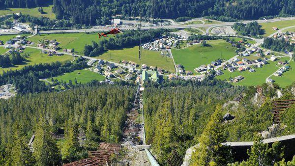 Ausbau der Strecke Lustenau–Lauterach (l.) und Rohrverlegung beim Kraftwerk Spullersee (r.). ÖBB(2)