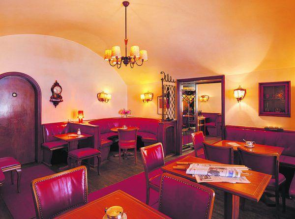 Café Feurstein: Laut Bundesdenkmalamt einzig verbliebenes Kaffeehaus mit historisch gewachsener Ausstattung seit der Nachkriegszeit. marc Lins