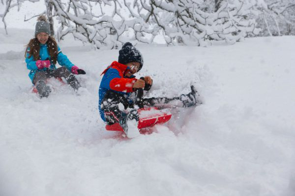 Der Schnee sorgte auf den Straßen teilweise für Chaos, aber auch für viel Freude bei den Kindern und Winterliebhabern.