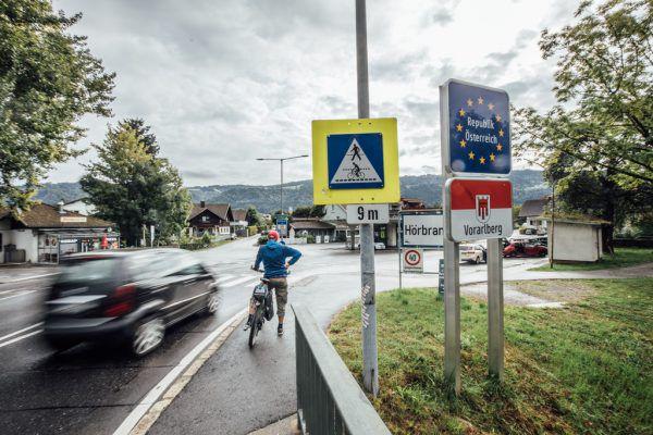 Die Durchreise durch Österreich ohne Einlegung eines Zwischenstopps ist auch weiterhin ohne Einreiseregistrierung möglich.Symbolbild/sams