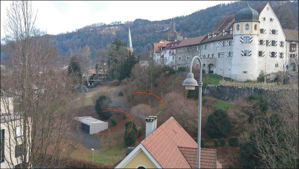 Die Mauerfunde lassen eine Halbkreisform erkennen. Im großen Bild, rot gekennzeichnet, die damalige Lage des Theaters.Context KG (2)/ Karl Oberhofer (1)