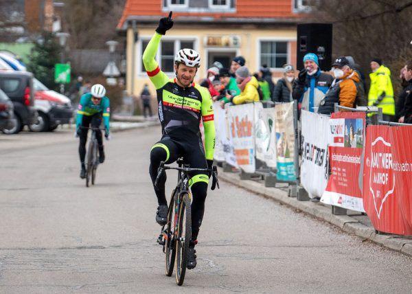Federspiel triumphiert beim Rad Cross 2021.Eisenbauer