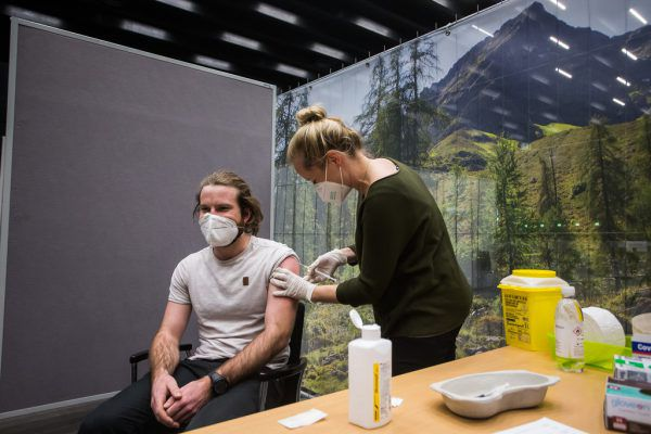 Gestern wurde mit der Impfung des Gesundheitspersonals in der Messehalle in Dornbirn begonnen.Philipp Steurer (5)
