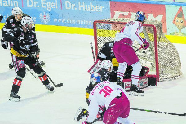 In Feldkirch ging es gestern ganz schön zur Sache – nicht nur vor beiden Toren. Philipp Steurer