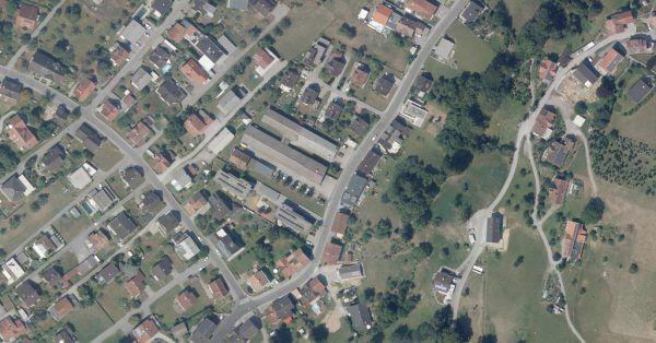 Luftbild des ehemaligen Areals von Wampl Plastic. Hier soll das Wohnbauprojekt entstehen.Vogis