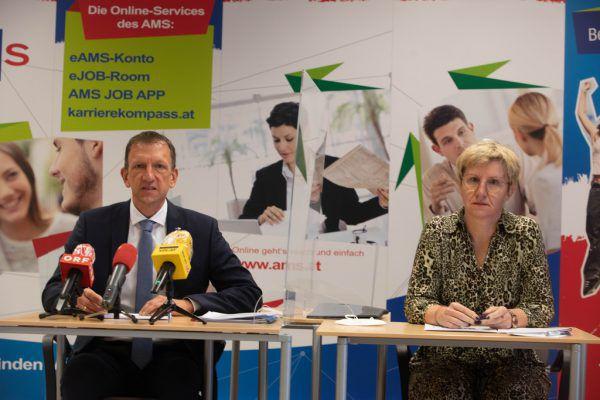Mit neuen Jobs wird es auch heuer schwierig werden – Bernhard Bereuter und Katharina Neuhofer vom AMS Vorarlberg. Klaus Hartinger (2)
