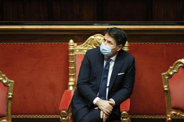 Mit Überläufern aus dem Lager der Opposition will Ministerpräsident Giuseppe Conte sein politisches Überleben sichern. AP/Nardi