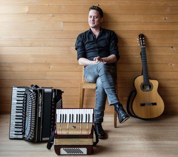 """Philipp Lingg eröffnet mit seiner Band die Livestream-Reihe """"Achtung Kultur"""".Roswitha Schneider"""