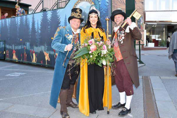 Prinz Ore 64., Thomas der Dritte (l.), Ihre Lieblichkeit Theresia die Erste und ihr Zeremonienmeister Boris.Ore Ore Kinderfasching
