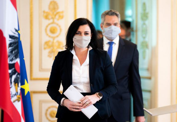 Tourismusministerin Elisabeth Köstinger und Innenminister Karl Nehammer (ÖVP).APA