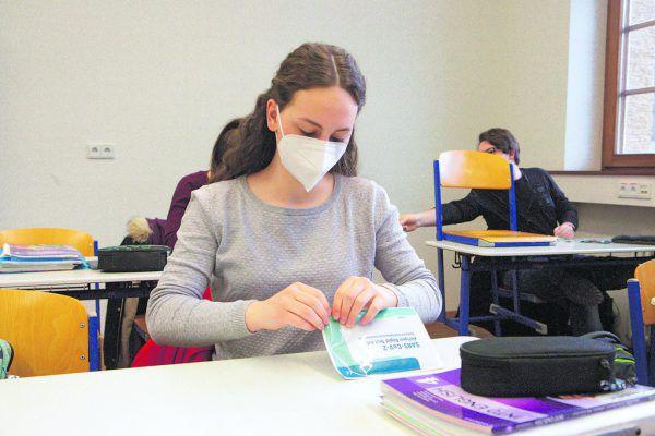 Am BG Gallus begann der Unterricht wie überall mit Selbsttests, oben Direktorin Sabine Lenz-Johann.Klaus Hartinger(5)