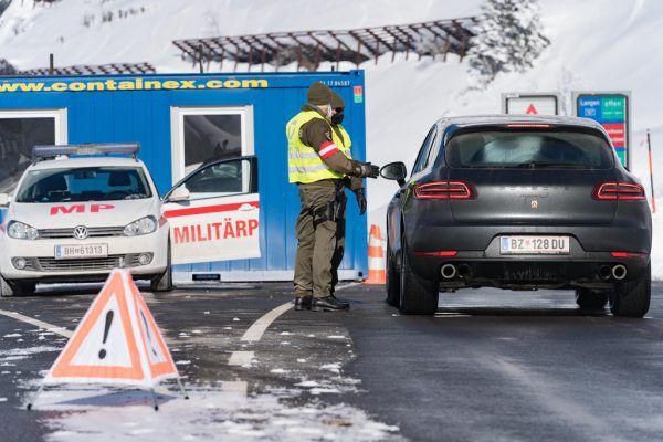 Bei den Corona-Kontrollen am Arlberg hilft die Militärpolizei mit.Stiplovsek