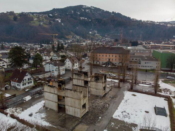 Beim Wiederaufbau der Ausweichschule könnte Holz zum Einsatz kommen, hoffen die Neos.