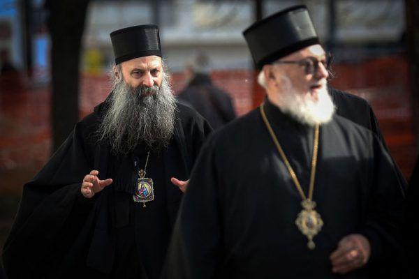 Der neue Patriarch Porfirije Peric (l.). APA/AFP