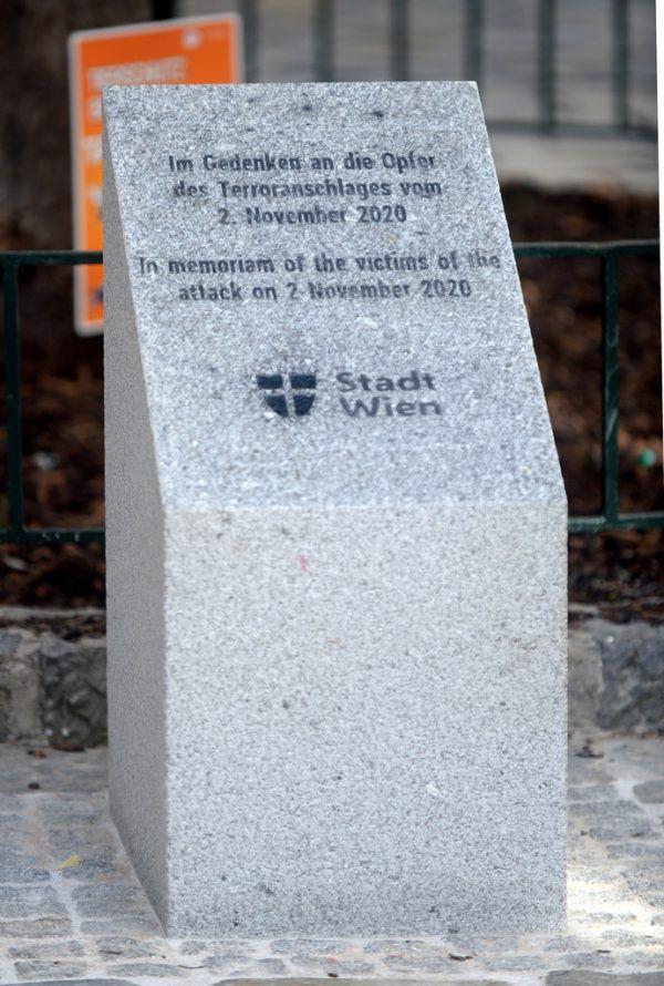 Der schlichte, rund einen Meter hohe Granitstein.apa