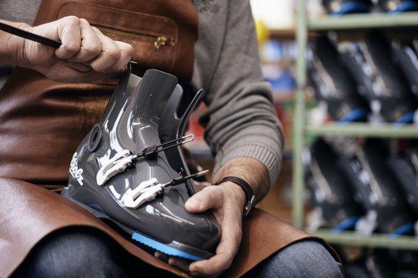 Der Skischuh-Hersteller Strolz hat jetzt fast gar keine eigentumsmäßige Verbindung mehr zum Handelshaus Strolz. Strolz Schuhe GmbH
