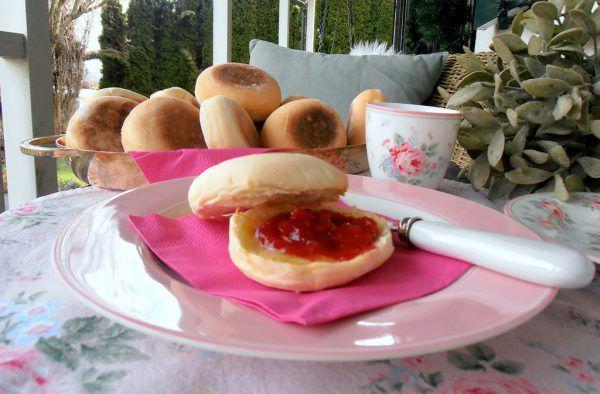 Die Englischen Muffins sind keine Muffins, wie wir sie kennen, sondern ein beliebtes Frühstücksgebäck.Ulrike Hagen