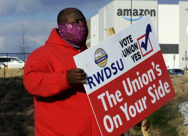 Die Handelsgewerkschaft RWDSU unterstützt die Bemühungen der Amazon-Mitarbeiter. AP