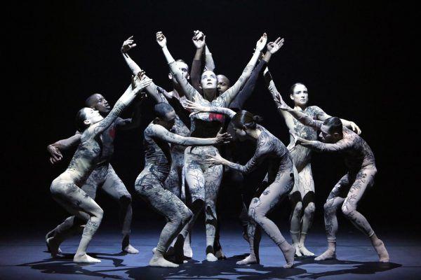 "Die L-E-V Dance Company mit ""Chapter 3"".Ursula Kaufmann"