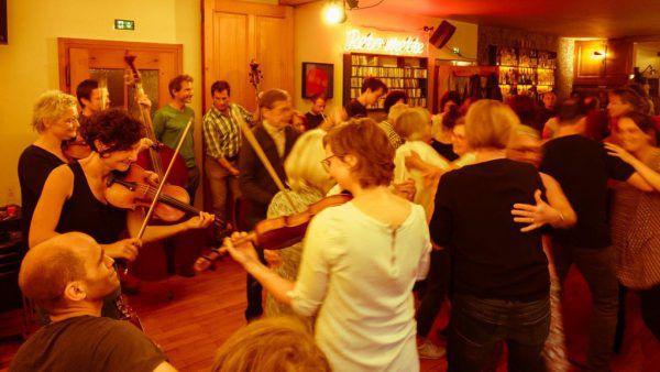 """Diesmal online: """"Mit-Tanzen"""" mit Live-Musik. Mark Mosman"""